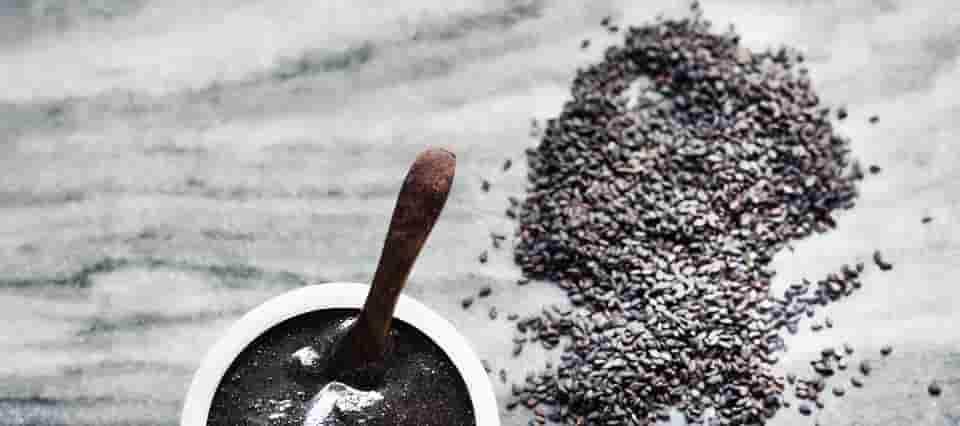 بذور السمسم الأسود لعلاج الشيب المبكر