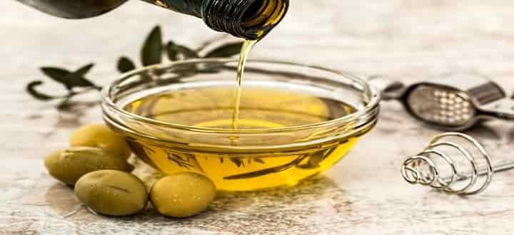 زيت الزيتون لعلاج البشرة الجافة