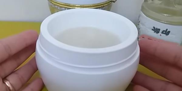 خلطة ماء الورد والليمون لعلاج حب الشباب