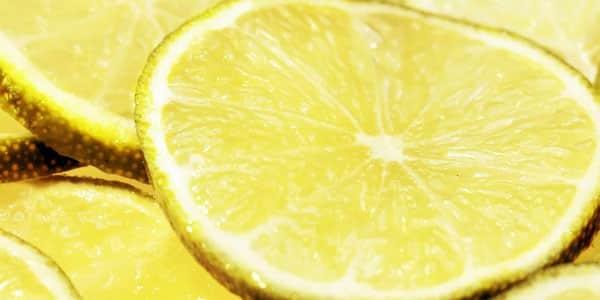 خلطة الليمون والسكر الأبيض لتوريد الشفايف