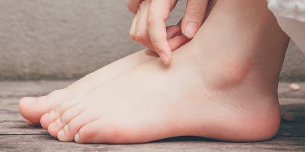 خلطة كريمات لتفتيح القدمين