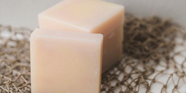 طريقة عمل صابون لتفتيح البشرة السمراء في المنزل