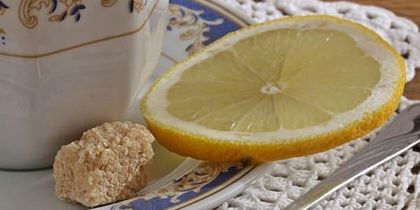 خلطة تقشير الوجه بالسكر والليمون