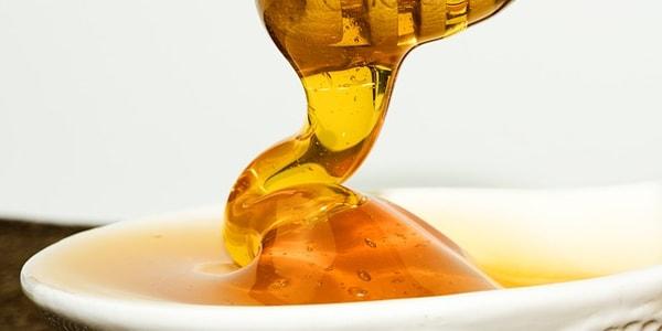 وصفة العسل وزيت الزيتون لتنعيم الشعر الجاف