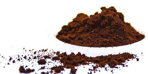 صورة سكراب القهوة للجسم والوجه بـ 11 طريقة مجربة!