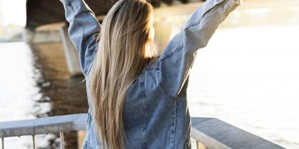 صورة تطويل الشعر في شهر بـ 6 طرق مجربة