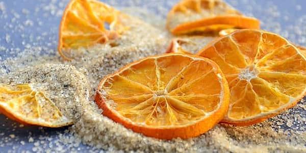 مقشر السكر والليمون لتفتيح المناطق الحساسة