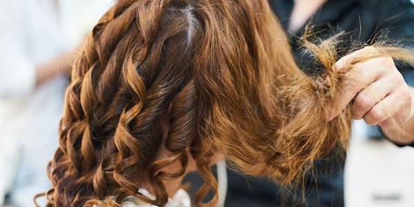 صورة اسباب تقصف الشعر وعلاجه – 8 اسباب و 3 طرق علاج