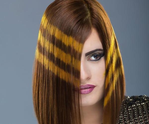 صورة 9 طرق طبيعية لفرد الشعر مثل الكيراتين في المنزل