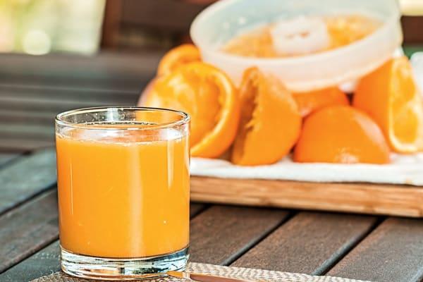 عصير البرتقال لتوحيد لون البشرة