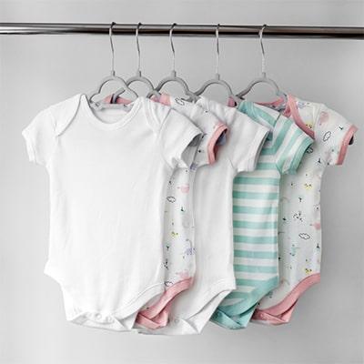 العناية ببشرة طفلك في الصيف - ارتداء الملابس القطنية