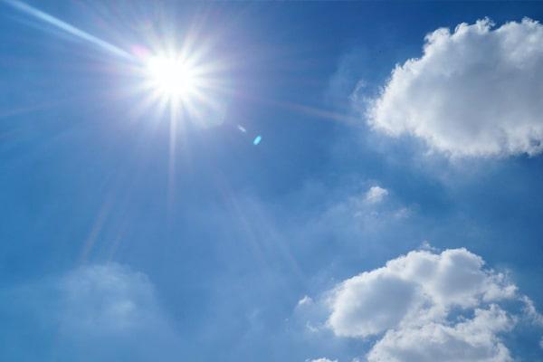 العناية ببشرة طفلك في فصل الصيف - الابتعاد عن أشعة الشمس
